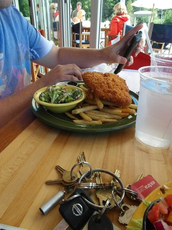 Oliver's at Cozy Harbor: Alex's dish...fried haddock platter!