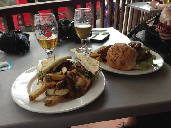 The Brewery Bar & Restaurant: Club Sandwhich & Burger for lunch