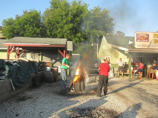 The Viking Grill & Lounge: Fish Boil - taking the fish of the fire