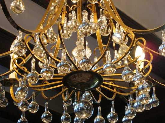 Edgewood Manor: Chandelier in the Dining Room