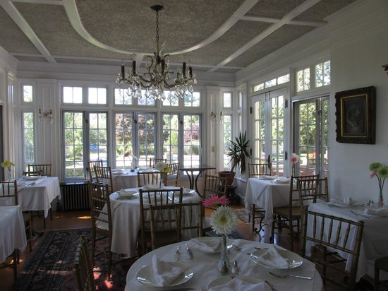 Edgewood Manor: Dining with the Sun