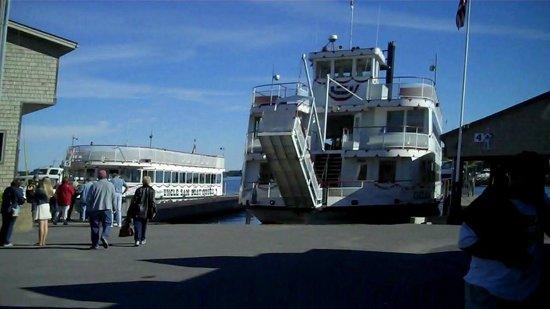 Riveredge Resort : The tourist boat docks @ Alexandria Bay, N.Y.