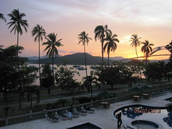 Country Inn & Suites by Radisson, Panama Canal, Panama : Second view of sunset