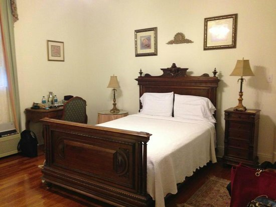 Hubbard Mansion: Our room