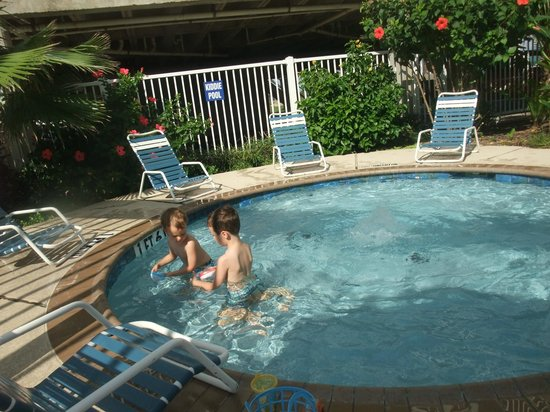 Seascape Condominium Rentals: Seascape kiddie pool