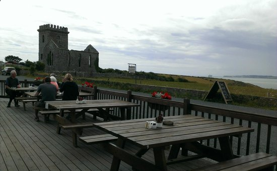 Templars Inn Restaurant: Views of the Harbour from our patio table.