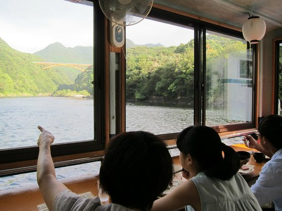 Hotel Yakushima-sanso: Breakfast on the Japanese houseboat 流れ船で朝食