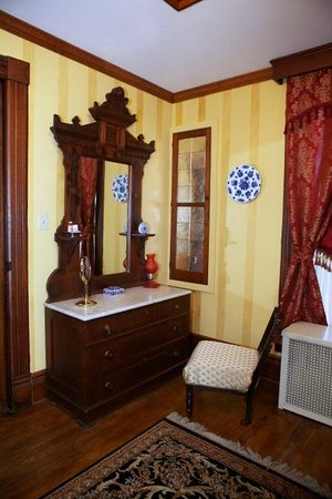 The Cumberland Manor B & B: The Lincoln Room