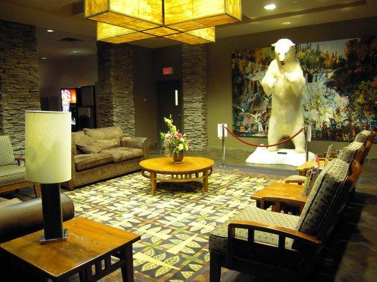Explorer Hotel: 大きなシロクマが出迎えてくれます