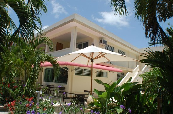 Malecon House: Enjoy breakfast on the patio