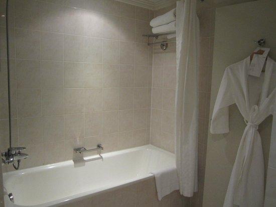 Le Meridien Abu Dhabi : salle de bain