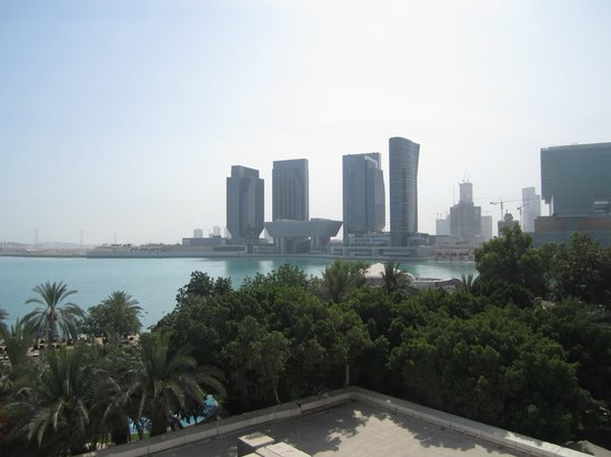 Le Meridien Abu Dhabi : vue de la chambre