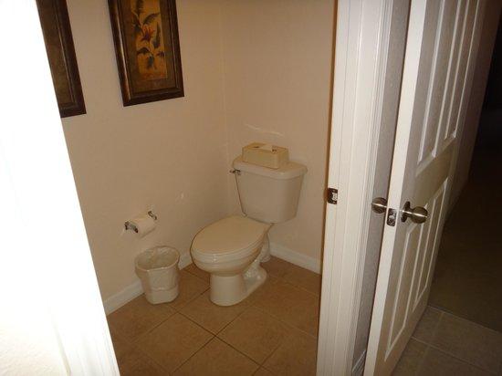 Caribe Cove Resort Orlando : master bath toilet