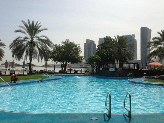 Le Meridien Abu Dhabi: piscine