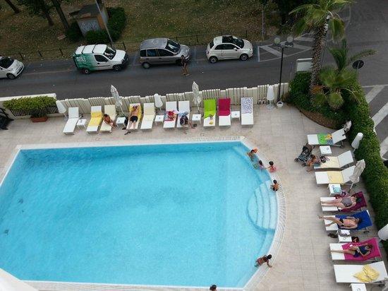 Hotel Sporting Rimini: vista piscina
