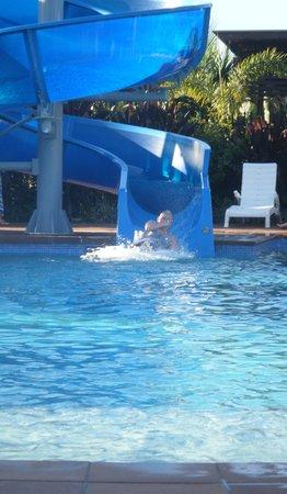 Gold Coast Holiday Park & Motel : pooltime a& slide for big kids
