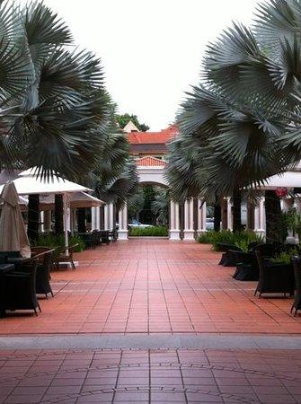 Village Hotel Albert Court by Far East Hospitality: innenhof