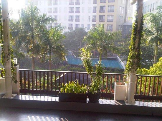 Aston Bogor Hotel And Resort Kolam Renang Dilihat Dari Batu Tulis Pada Pagi Hari