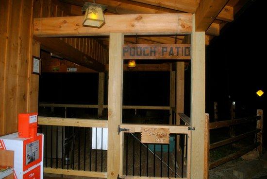 Toccoa Riverside Restaurant: Pooch Patio. Toccoa Riverside Restaurant: Dog  Friendly