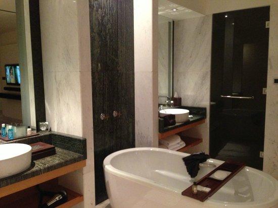 Park Hyatt Abu Dhabi Hotel & Villas : salle de bain suite