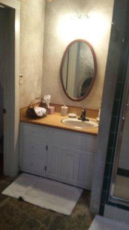 Palo Alto Creek Farm: Bathroom sink