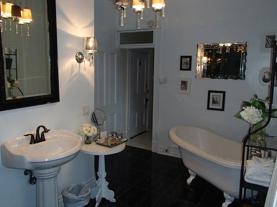 Manoir Becancourt : Bathroom