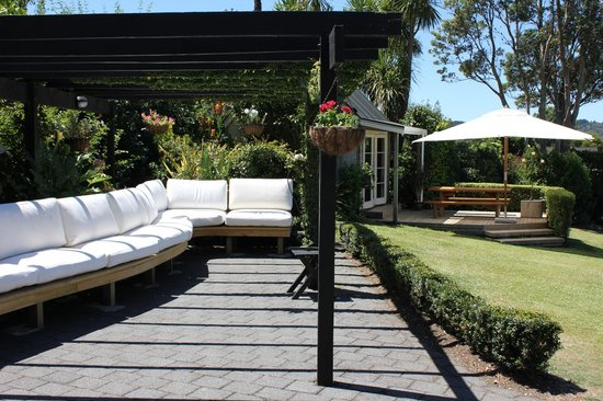 Brenton Lodge : Relax in the sun