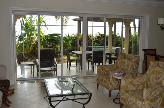 The Landings St. Lucia: living room and patio