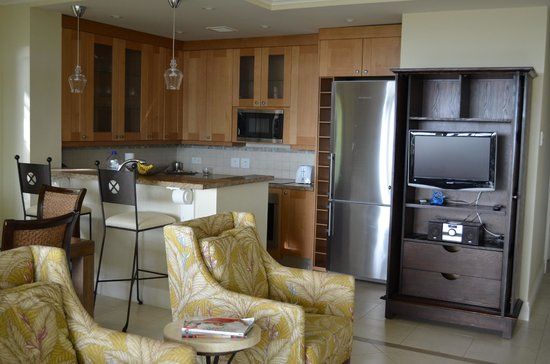 The Landings St. Lucia : kitchen/living room area