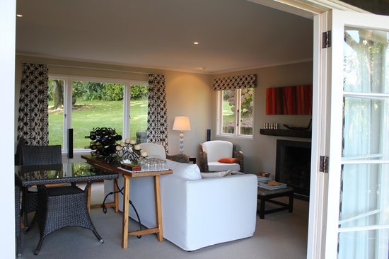 Brenton Lodge: Guest lounge and dining room