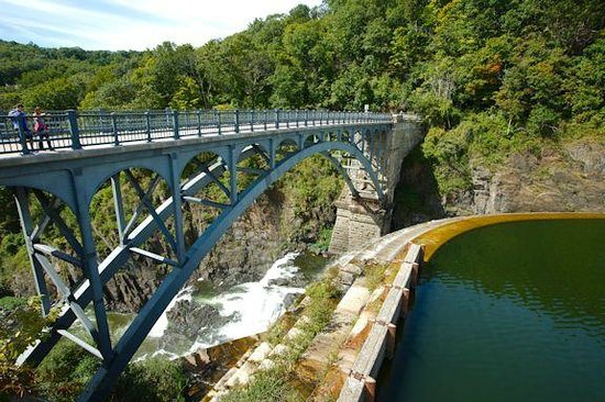 New Croton Dam: overpass
