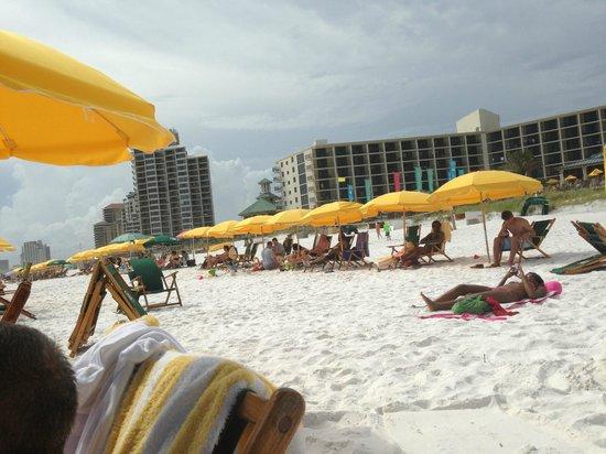 Beachside Towers at Sandestin: Best umbrella service