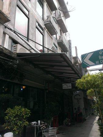 Chilli Bangkok Hotel: 旅館入口