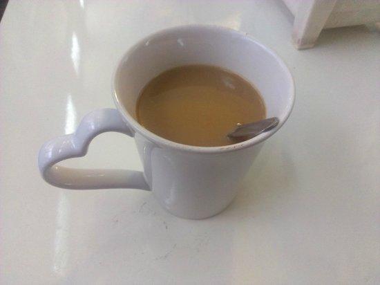 Chilli Bangkok Hotel: 旅館早上提供的免費咖啡,自己沖調。