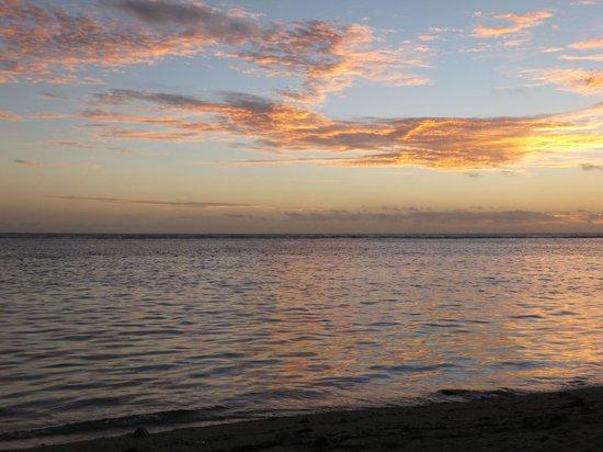 Aroa Kainga: Sunset from the beach
