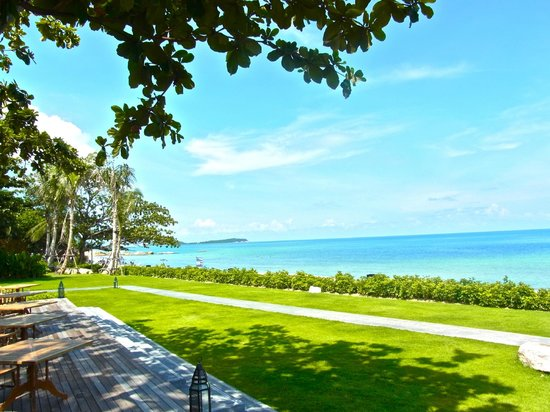 Vana Belle, A Luxury Collection Resort, Koh Samui: プールサイドバーから