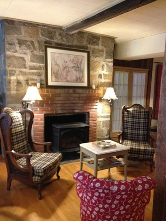 Captain Stannard House Bed and Breakfast Country Inn: Cozy Fireplace