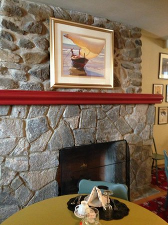 Captain Stannard House Bed and Breakfast Country Inn: Fireplace