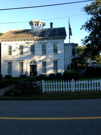 Captain Stannard House Bed and Breakfast Country Inn : Gorgeous Historic Bldg