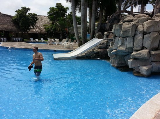 Amatique Bay Resort & Marina: la piscina or the pool