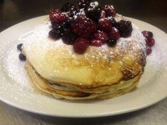 Sacha's Coffee Lounge: My boyfriend's pancakes!!!!