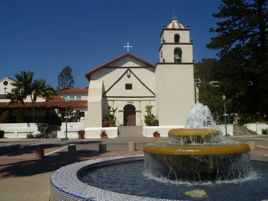 Ventura, Kalifornien: Fountain and Exterior of the Mission.