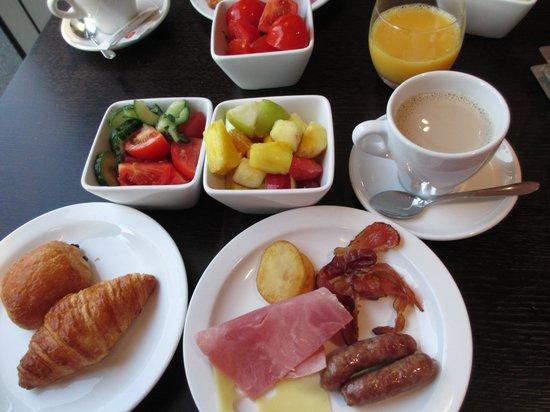Holiday Inn Paris-Porte De Clichy : 朝食