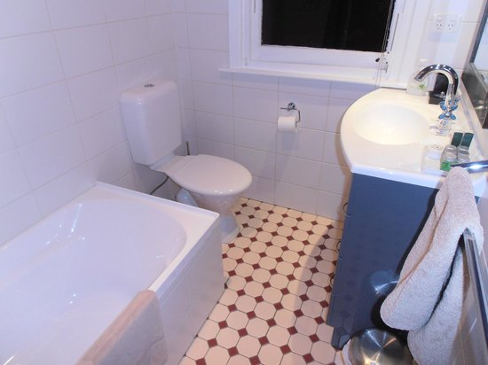 Maison Del Mar : Clean new bathroom