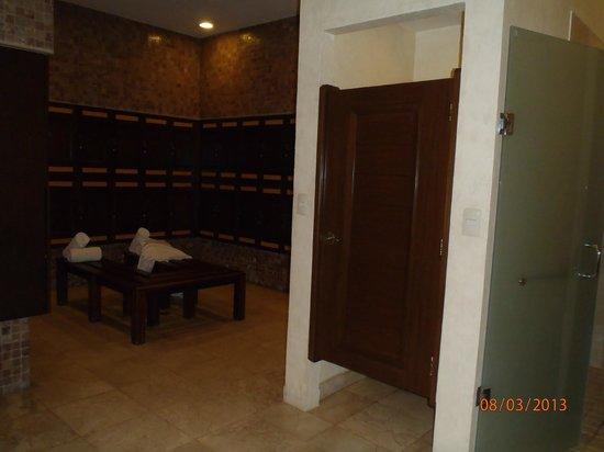 Tatewari Spa: lockers and showers