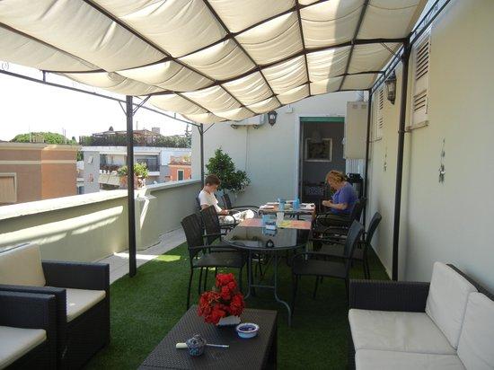 B&B La Duchessa A Roma : Bright and airy outdoor access