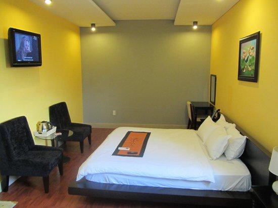 Nam Mon Hotel: Room