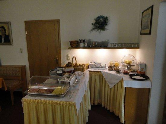 Steiermark Hotel Garni : Сервированный завтрак