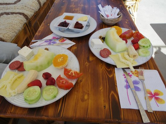 Vineyard Cave Hotel: おいしい朝食(これにたっぷりの卵料理、飲み物、パンがついてボリュームたっぷり)