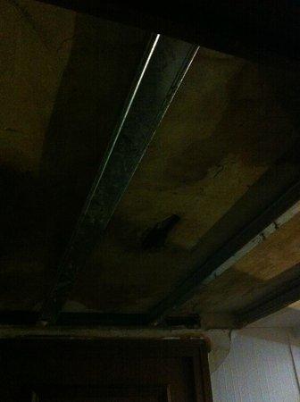 Hôtel Athanor : plafond entrée couloir